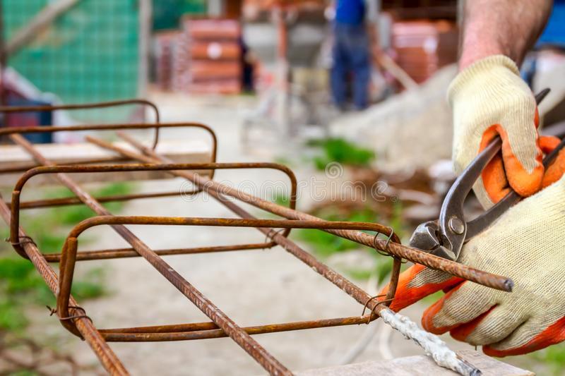 выполнение перевязки стальной арматуры